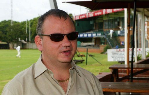 http://onechroniqueshow.com/wp-content/uploads/2013/01/dean-du-plessis-commentateur-de-cricket-aveugle-de-nationali_584022.jpe